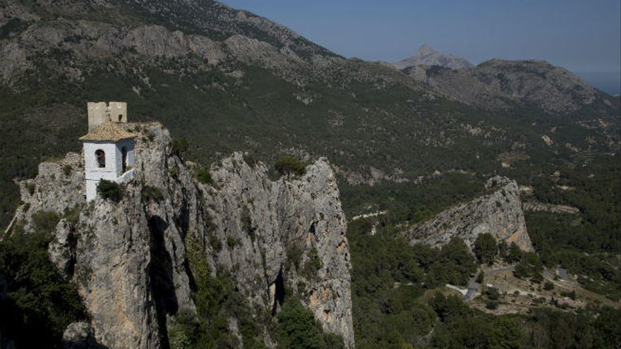 Castell de Guadalest, naturaleza e historia en la joya esmeralda de Alicante