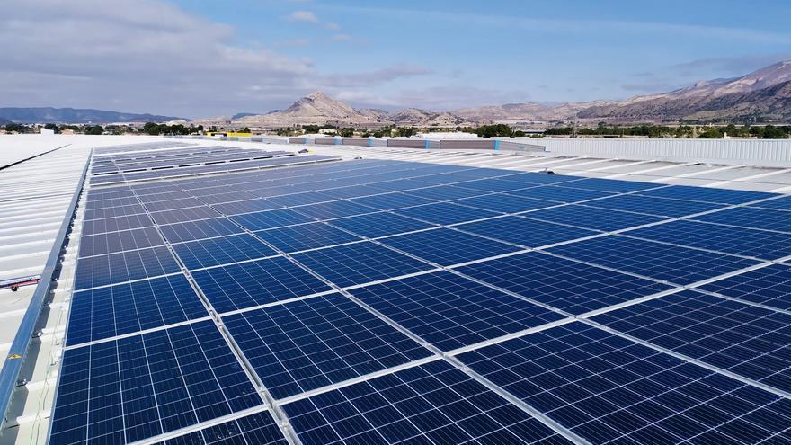 Hiperber generará 233 megavatios de energía con una planta fotovoltaica en la cubierta de su plataforma logística