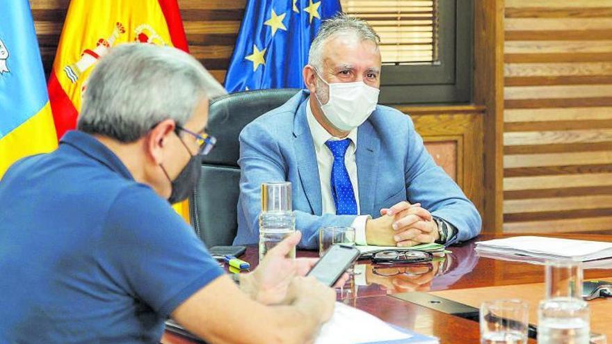 El Gobierno de Canarias avisa que habrá 'rebelión' si Madrid toca el REF en Sociedades