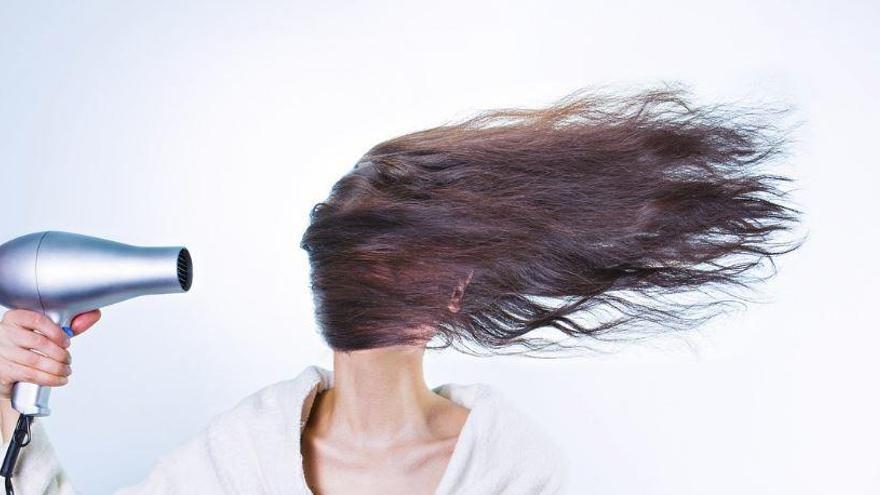 És dolent assecar-se el cabell?