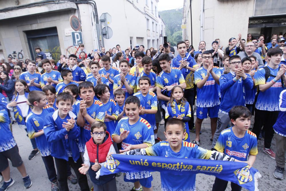 Celebració de l''ascens del Sarrià a la divisió de plata d''handbol