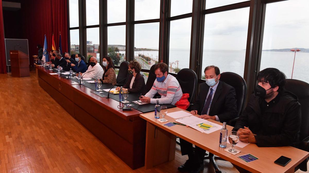 Mesa presidencial en la votación para constituir la mancomunidad, en octubre, con Varela en lugar de Seoane.