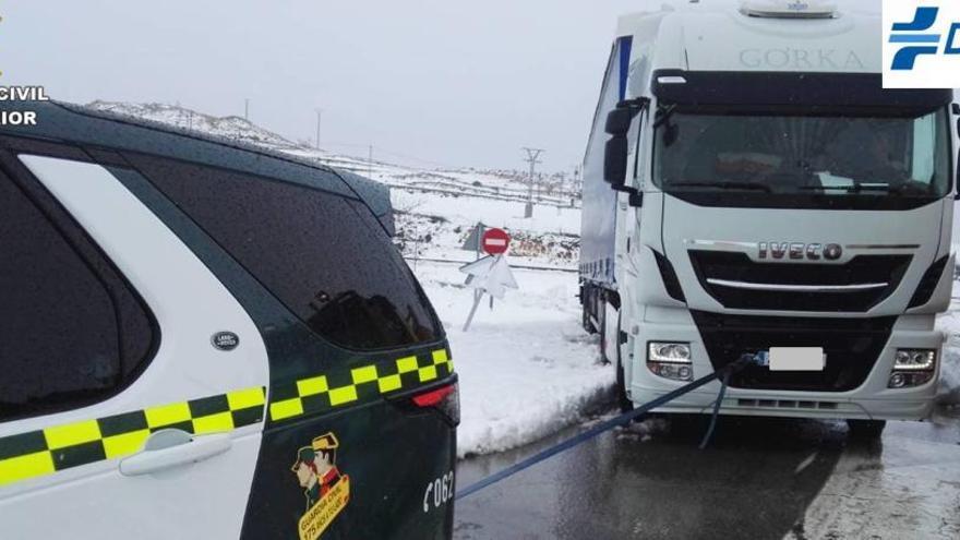 12 carreteras cortadas por el temporal en la provincia de Alicante