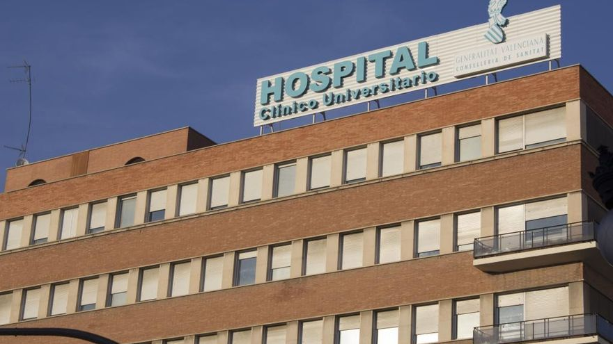 Finge ser médico e intenta llevarse un recién nacido en el Hospital Clínico
