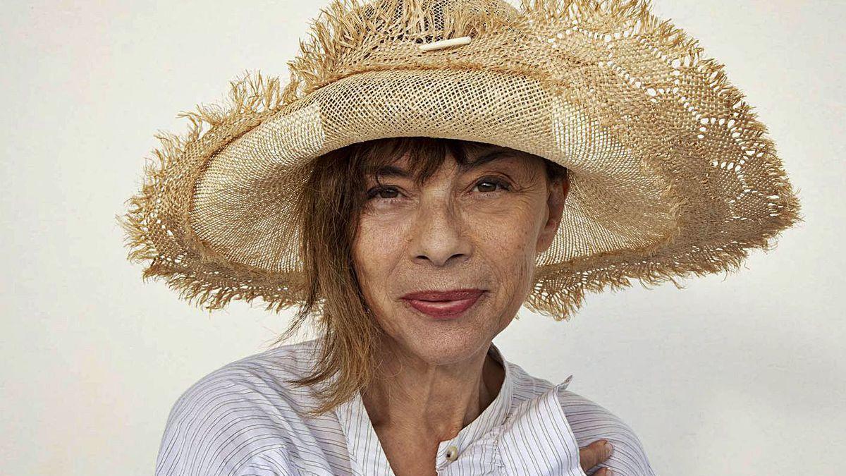 Susana Loureda posa con el sombrero que sale en la película 'Rifkin's Festival'.