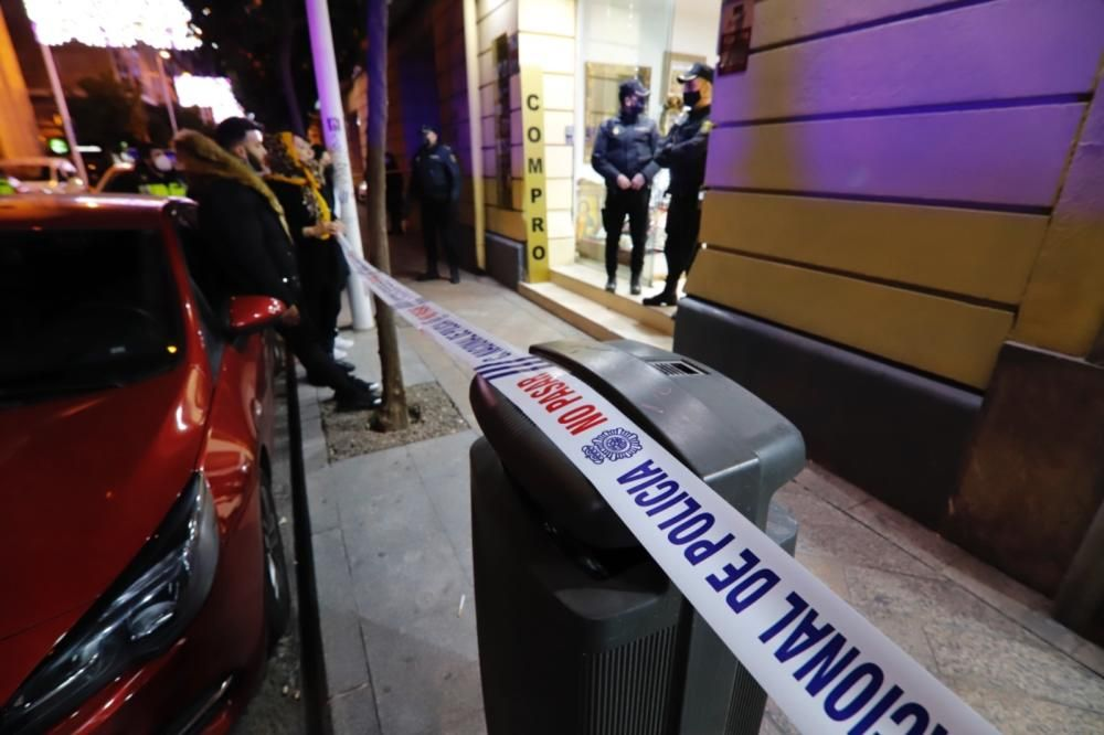 Dos heridos a cuchilladas en plena calle Correos de Murcia