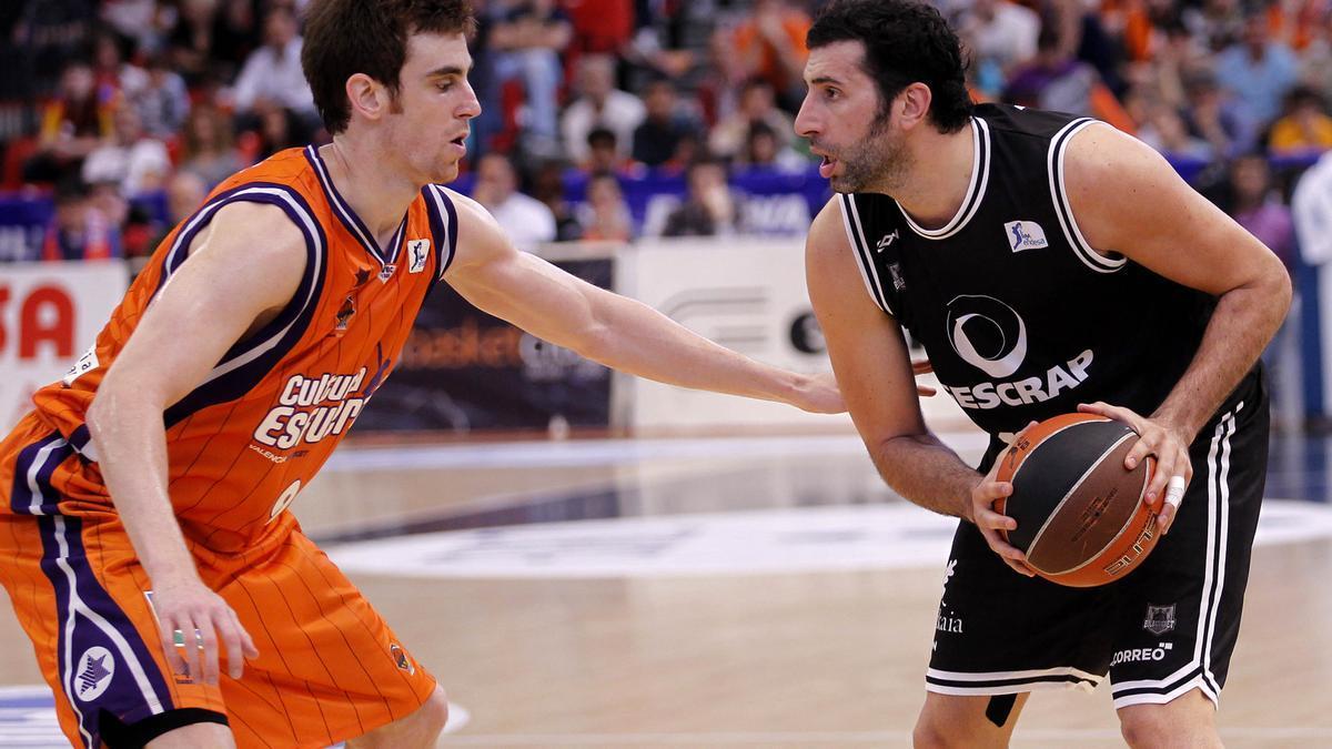 Archivo - Victor Claver Alex Mumbru Valencia Basket Grescap Bizkaia