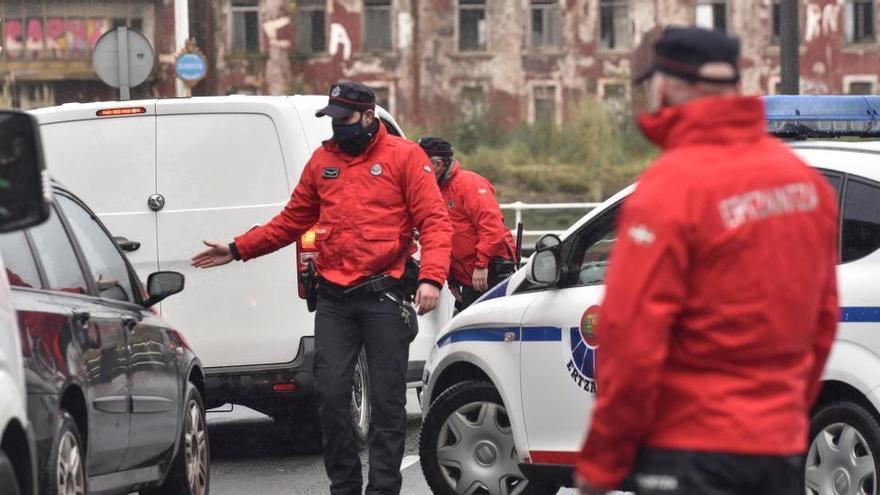 Euskadi cierra sus municipios y reduce a cuatro personas los encuentros