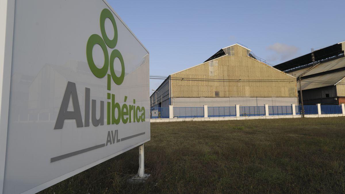 La planta avilesina de Alu Ibérica. / MARA VILLAMUZA