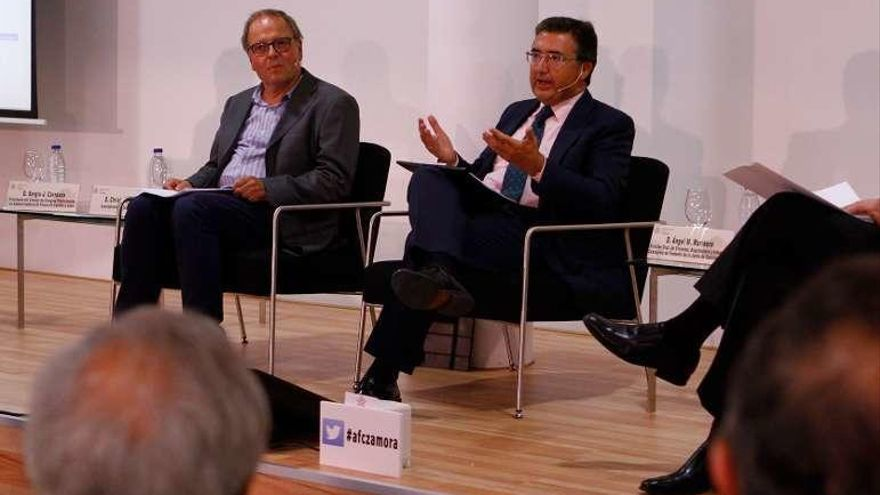 La Junta apuesta por estrechar lazos con los administradores de fincas