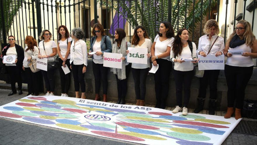 "Opositores sin plaza reclaman una salida ""justa"" para poder ejercer docencia"