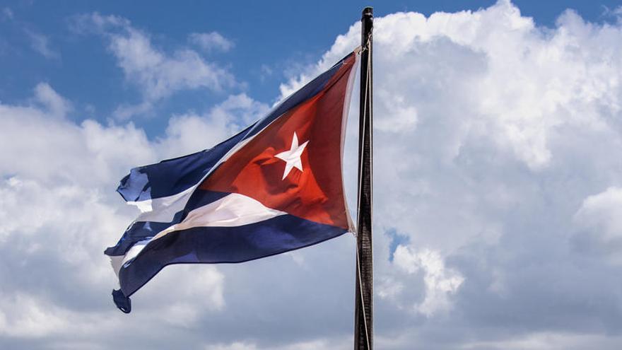 Estados Unidos repatría a 12 inmigrantes cubanos retenidos en el mar