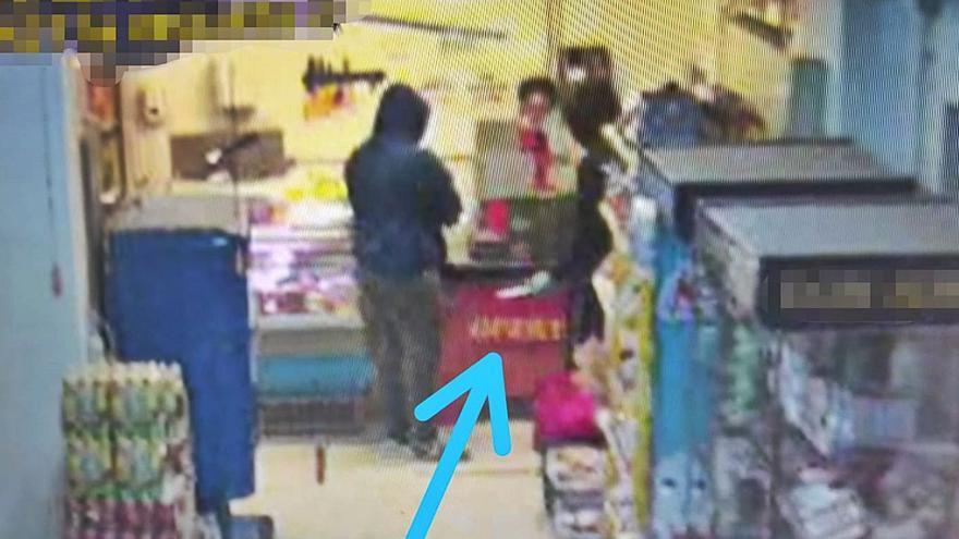 Dos menores roban 305 euros en una tienda de Tinajo con un cuchillo