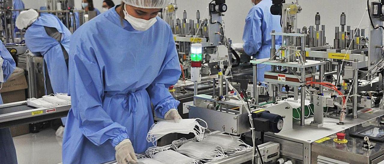 La sala blanca de Pro Safe Plus, en Elche Parque Empresarial, donde se fabrican las mascarillas.