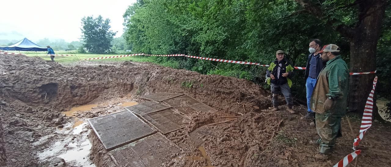 Suspensión temporal de la exhumación de la fosa común de El Rellán, en Grado