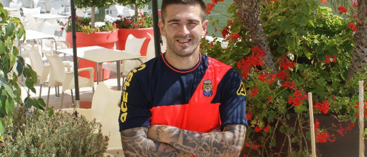 El rey de los tatuajes y la luz de 'Carlitos'