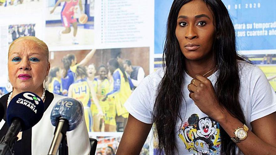 """Astou Ndour: """"Me gustaría volver al SPAR Gran Canaria, a lo mejor el año que viene"""""""
