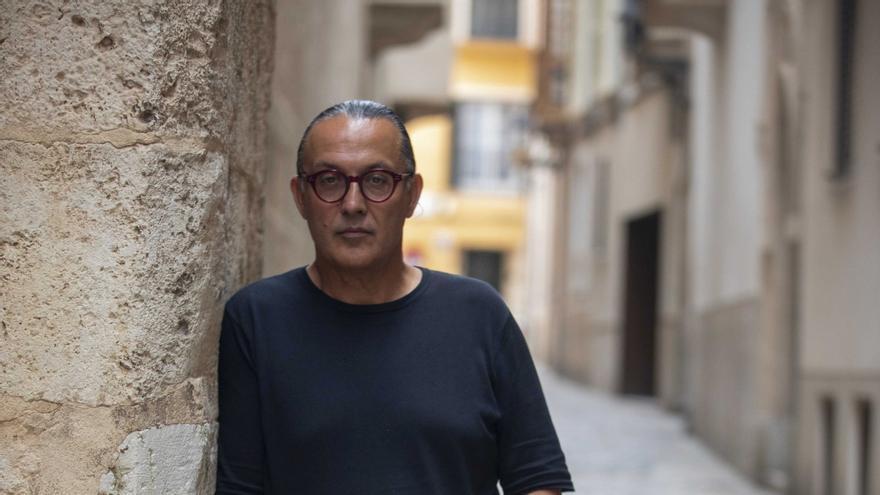 Sebastià Perelló, finalista del Premi Òmnium a mejor novela del año por 'La mar rodona'
