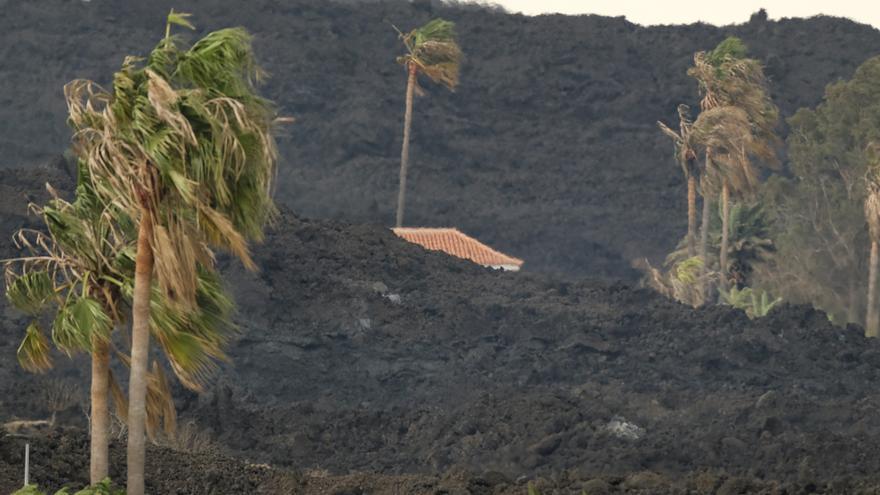 La nueva colada del volcán de La Palma avanza hacia el sur