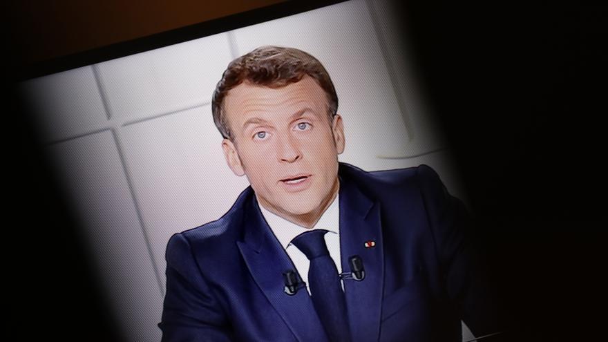 Macron reconfina Francia para evitar una cuarta ola