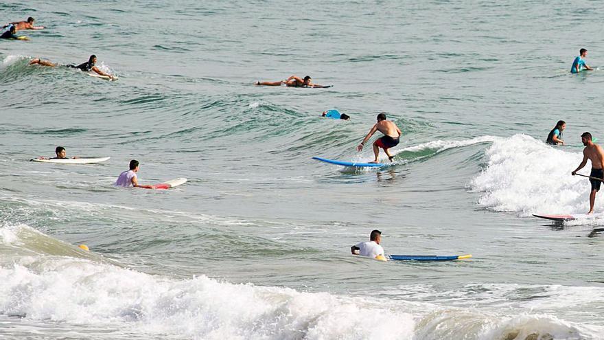 La pandemia triplica los surfistas federados para eludir restricciones