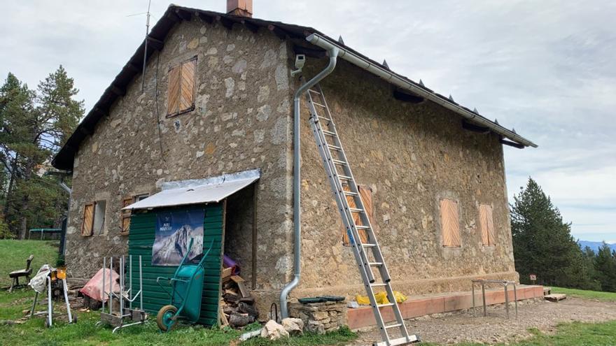 El Pedraforca en directe: instal·len una càmera 4K al refugi Lluís Estasen per fer-ne un seguiment en viu