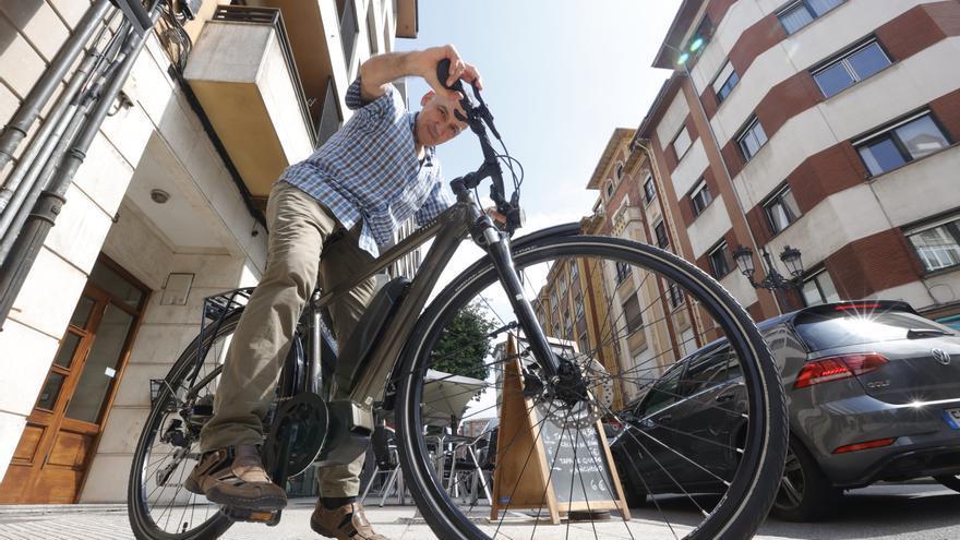 """El boom de las bicicletas eléctricas colapsa el mercado en Asturias: """"Conseguir una es casi como que te toque la lotería"""""""