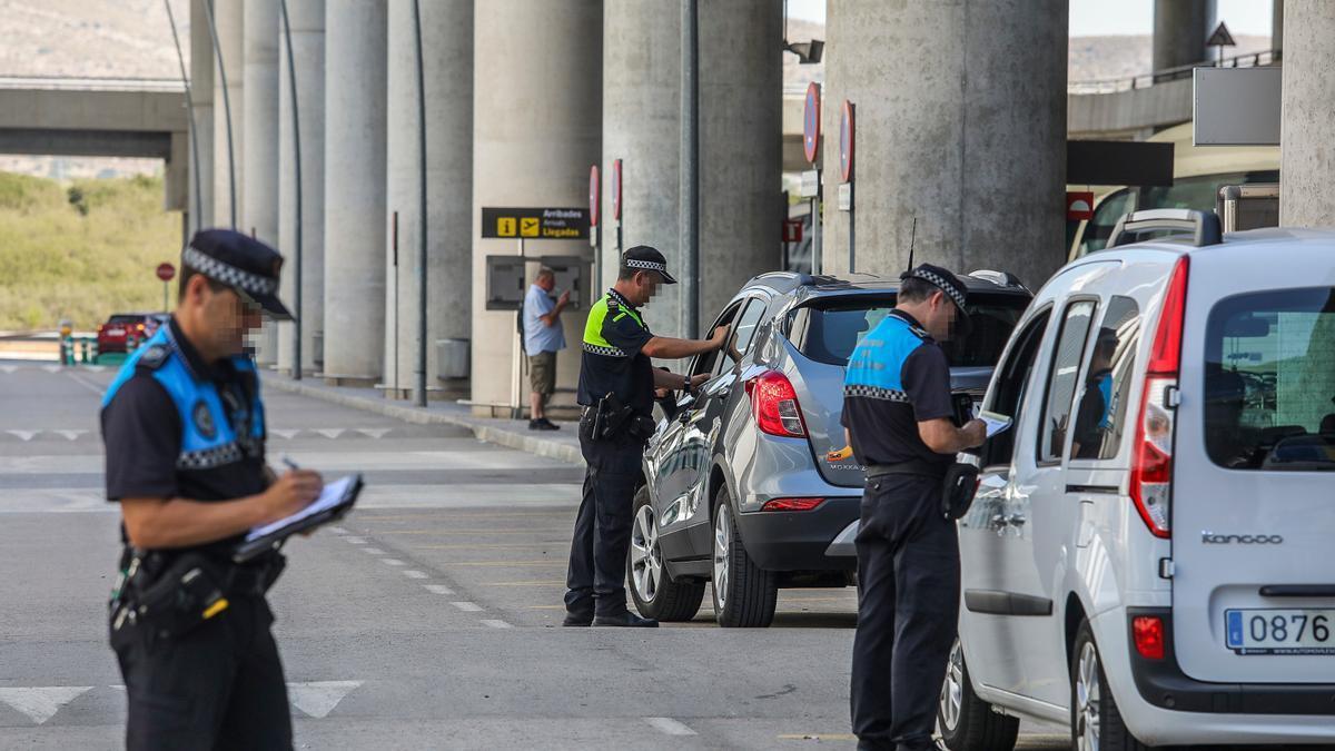Control de velocidad en las inmediaciones del aeropuerto de Elche por parte de la Policía Local de Elche.