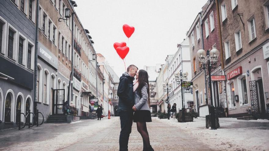Los infieles celebran su día antes de San Valentín y gastan más que con sus parejas