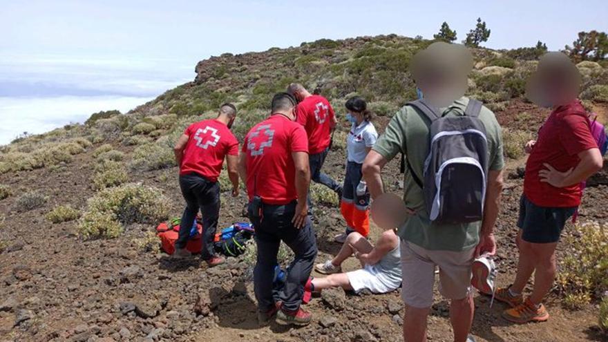 Cruz Roja evacua a una senderista herida en el Teide