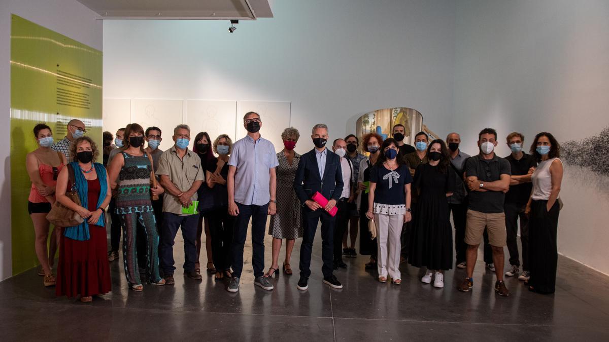 Muchos de los artistas presentes en la exposición acudieron a la inauguración en el EACC.
