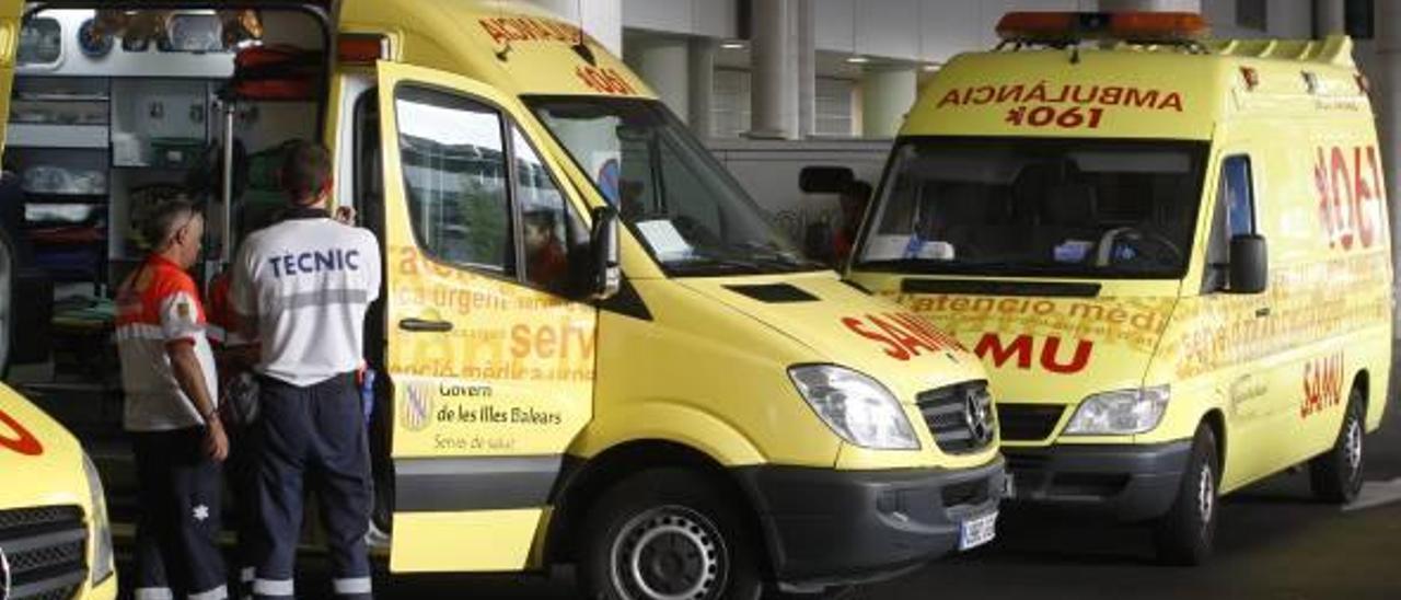 Ambulancias en las urgencias de Son Espases.