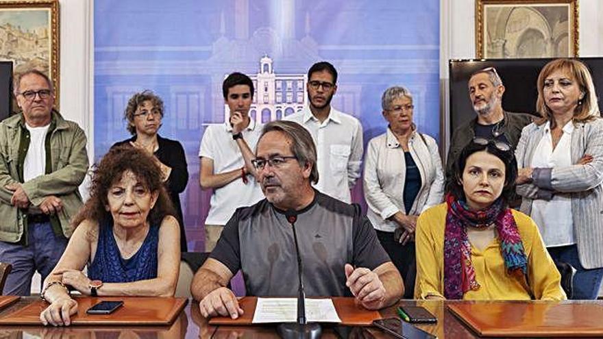Francisco Guarido con parte de su equipo en la valoración de los cien primeros días de mandato.
