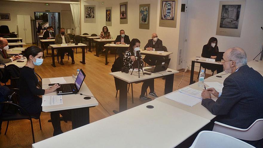 Alrededor de cien autónomos y pymes se informan en APE de las ayudas de la Xunta