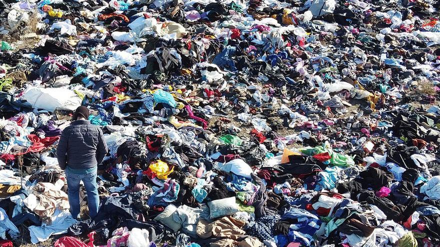 Explanada de ropa usada en Rabasa