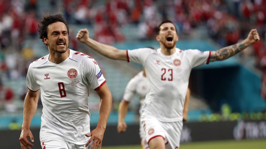 Dinamarca supera els txecs i aconsegueix un lloc a la semifinal de l'Eurocopa