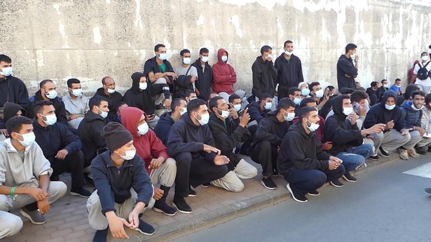 Los migrantes comienzan a impugnar el bloqueo que les impide dejar Canarias