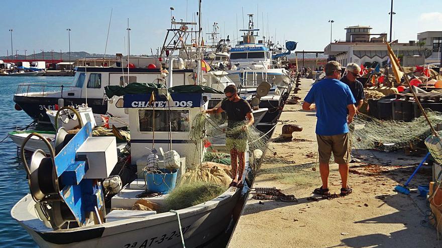 Pescadores y científicos abordan el futuro del sector y las especies marinas