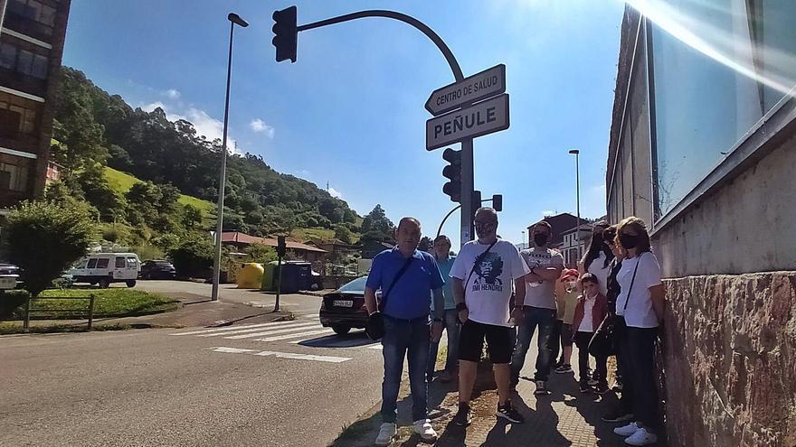 """La """"peligrosa"""" encrucijada de Peñule, sin semáforo entre el consultorio y la senda"""