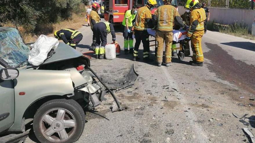 Heridas cinco personas tras colisionar dos coches en Elche