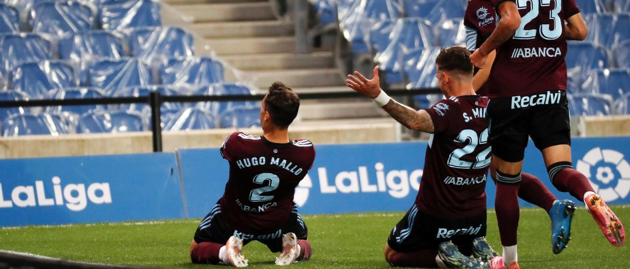 Hugo Mallo, Denis Suárez, Brais Méndez y Santi Mina celebran un gol del de Marín