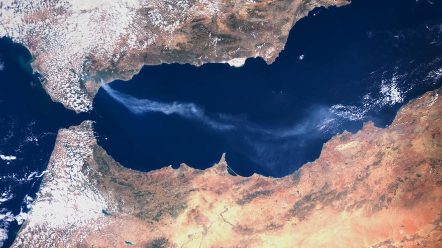 Así se ve el incendio de Sierra Bermeja desde un satélite
