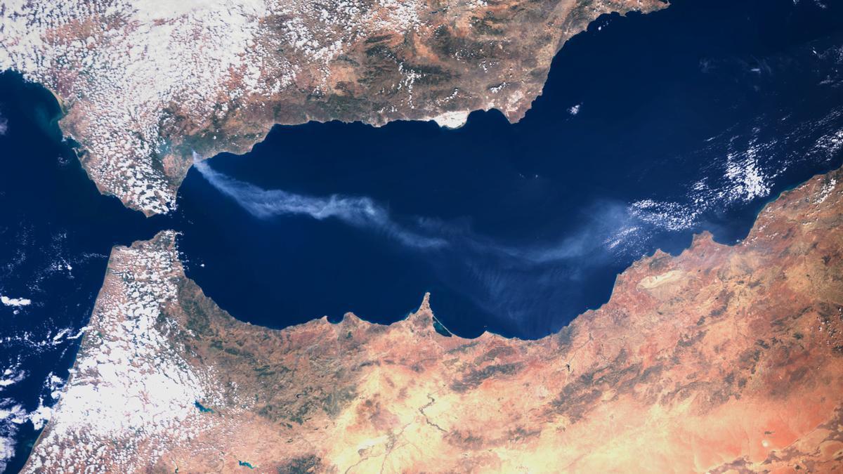 Imagen del incendio de Sierra Bermeja tomada por el satélite Sentinel 3, del programa Copernicus.