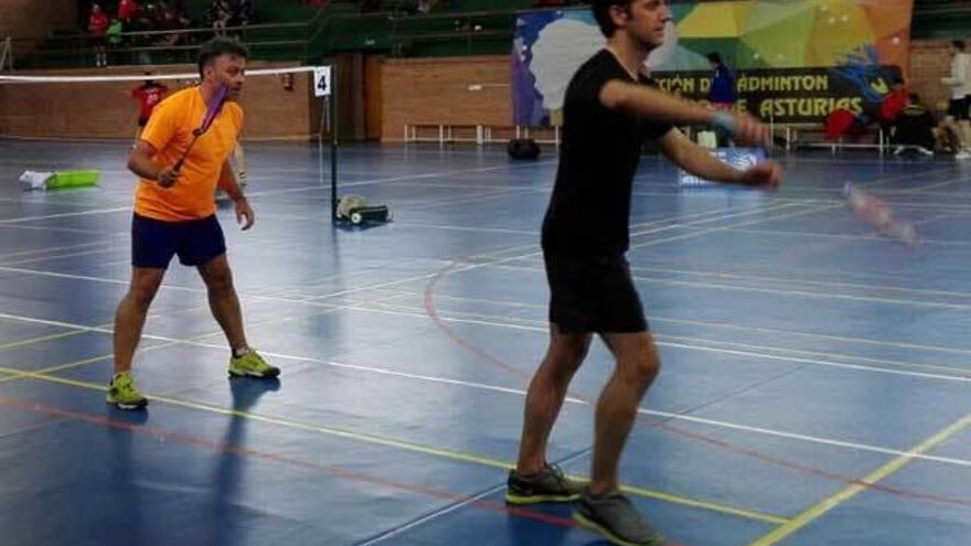 Tuero y Ponte, bronce en dobles del Regional de bádminton