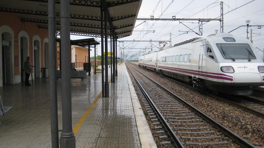 Renfe digitaliza los abonos para los trenes de Media Distancia de Castellón