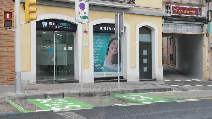 Sant Fruitós habilita places d'aparcament per a aturades llampec per fer compres
