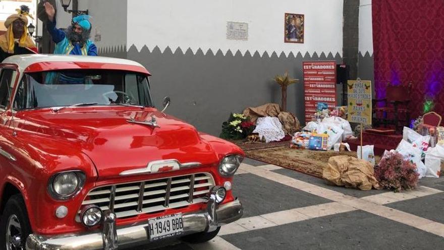 Los estibadores donan más de 8.000 euros en regalos de Navidad