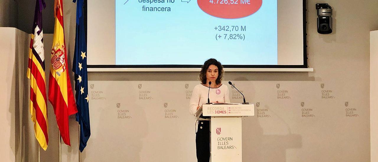 La consellera de Hacienda, Rosario Sánchez, ayer durante la presentación del techo de gasto para el próximo año.