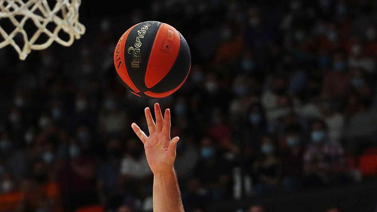 Además de la derrota, preocupa el estado del tobillo de Bojan Dubljevic.  | FRANCISCO CALABUIG