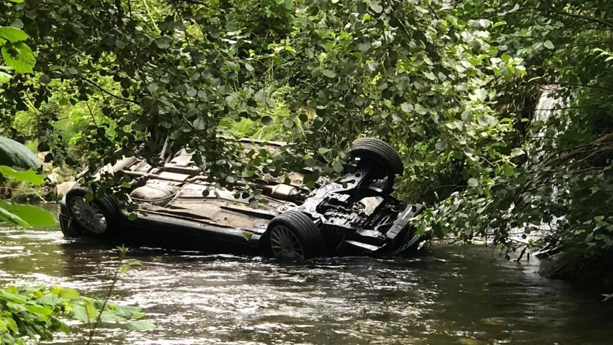 El vehículo en el que viajaba el joven de 19 años que murió en un accidente en Cangas del Narcea